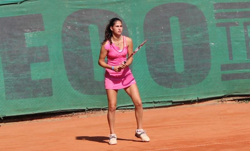 Шиникова на четвъртфинал след отказване