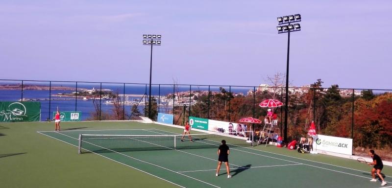 Българки са на четвъртфинал на двойки