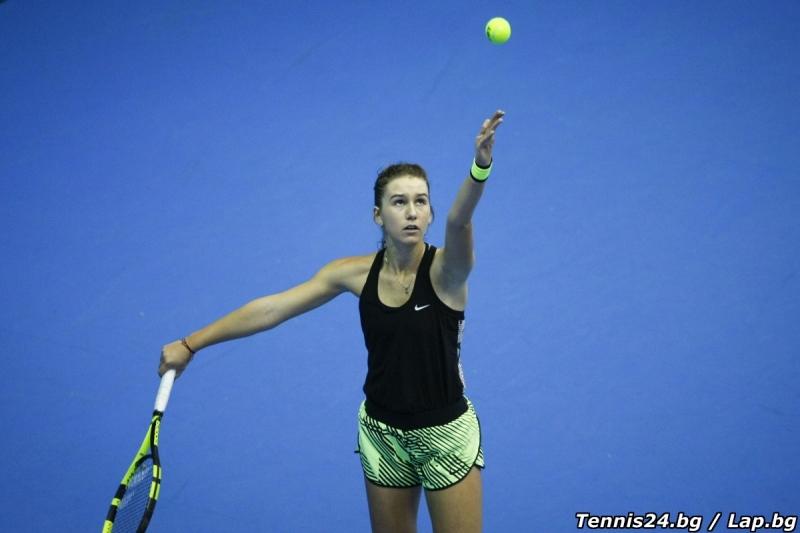 Само Топалова продължава на турнира в Пловдив