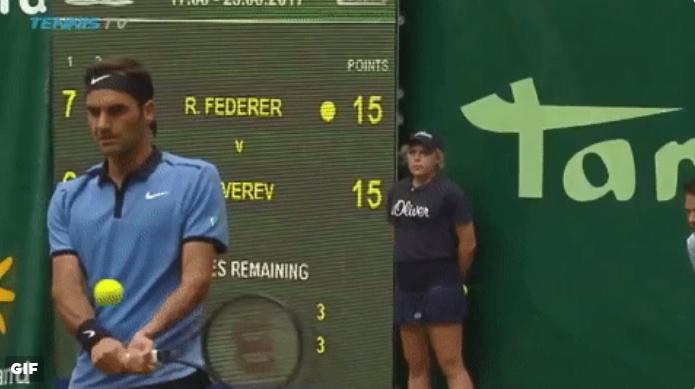 Федерер преминава към бекхенд с две ръце?