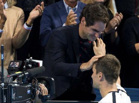 Федерер аплодира Кюдинели в последния му мач