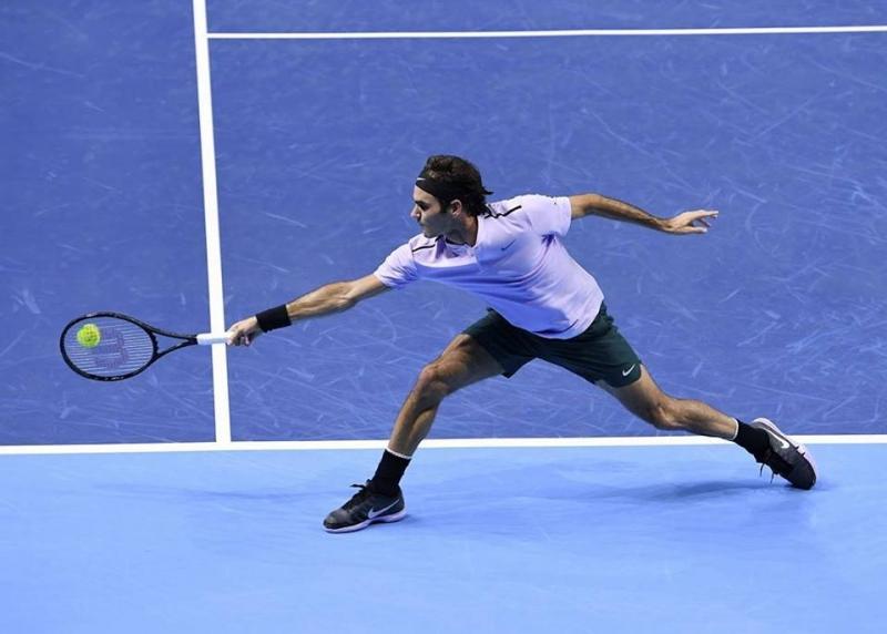 Федерер загуби сет, но продължава