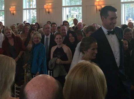 Джон Иснър мина под венчило